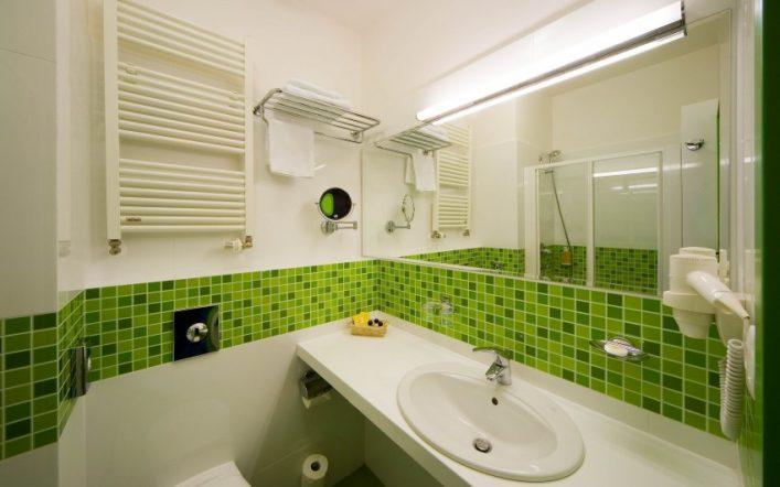 Керамическая плитка для ванной — преимущества, недостатки, советы по выбору отделки и пробору сочетаний (видео и 110 фото)