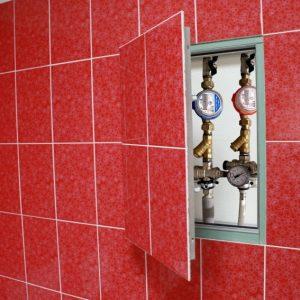 Люк для ванной — основные виды, подбор размеров, стоимость и советы по установке ревизионных лючков