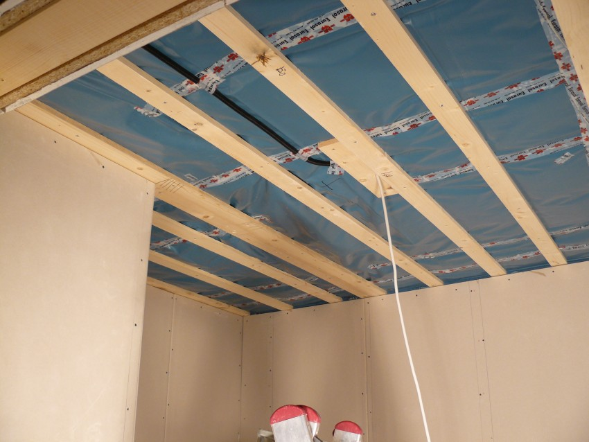 Пластиковый потолок в ванной: инструкция по монтажу и рекомендации по выбору дизайна (95 фото)