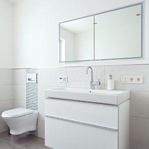 Розетка в ванной — основные правила расположения, монтаж и требования безопасности (75 фото)