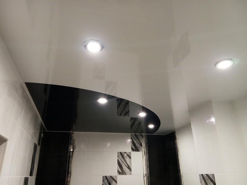 Светильники в потолок в ванной: виды, расчет освещенности, особенности монтажа и подключения (110 фото)