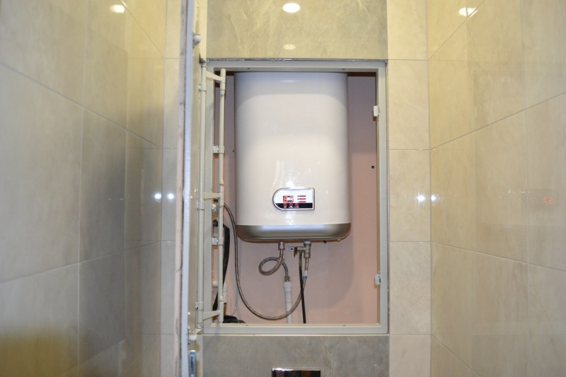 установка водонагревателя в шкаф