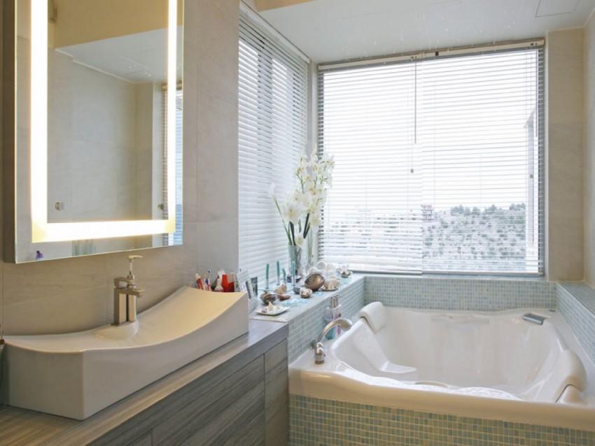 Ванная с окном - советы по дизайну, примеры использования и советы по правильному размещению окна (75 фото и видео)
