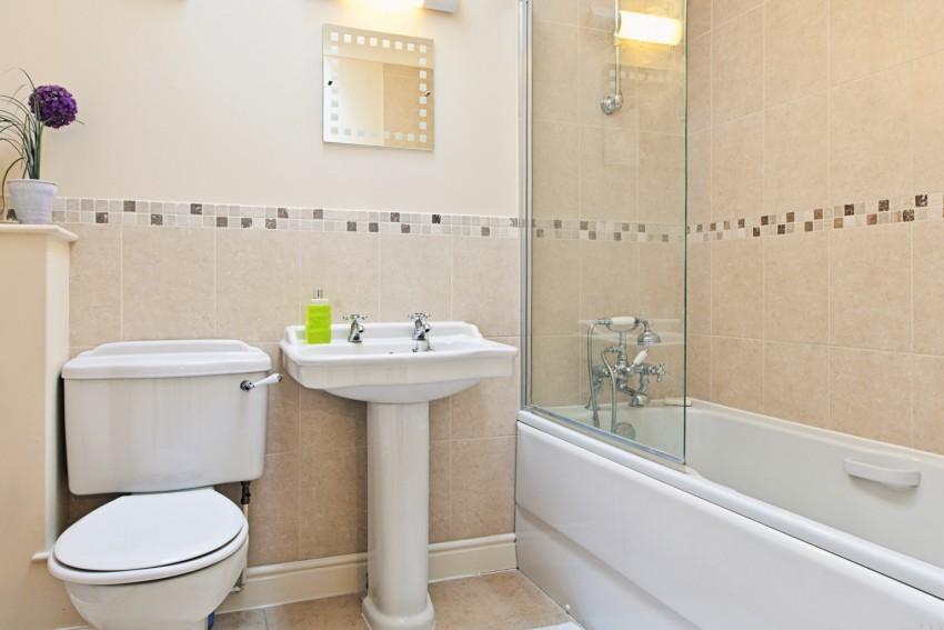 Мыло в ванной: особенности размещения мыльниц и дозаторов. Советы по выбору места хранения твердого и жидкого мыла